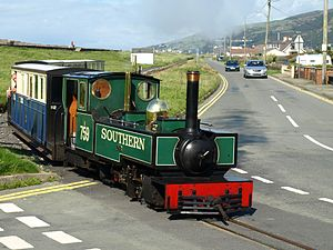Great Little Trains of Wales - Image: Fairbourne Railway at level crossing