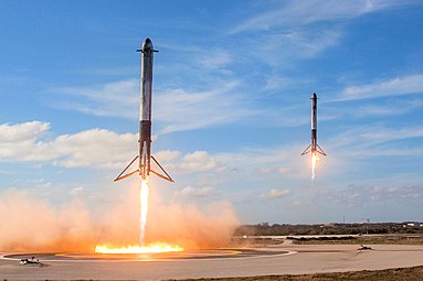 Falcon Heavy Side Boosters landing on LZ1 and LZ2 - 2018 (25254688767).jpg