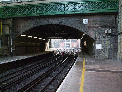 Farringdon station Thameslink platforms look south to junction
