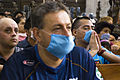 Feligreses rogando por el fin de la epidemia praying for health (3479302322).jpg