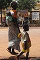 Femme et enfants dans la rue.jpg