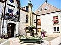 Fontaine à colonne de la mairie. Rioz.jpg