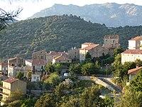 Fozzano - Les tours des deux familles autrefois rivales Carabelli (Tour de Colomba) et Durazzo.jpg