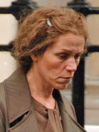 Frances McDormand under inspelningen av Miss Pettigrew Lives for a Day, 2007.