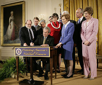 Papahānaumokuākea Marine National Monument - George W. Bush signing proclamation to establish the monument on June 15, 2006