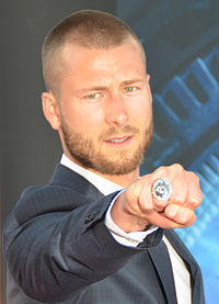 Glen Powell (cropped).jpg