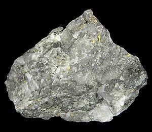 Ore - Gold ore (size: 7.5 × 6.1 × 4.1 cm)