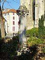 Gonesse (95), colonnette à chapiteau dans le jardin au sud de l'église.JPG