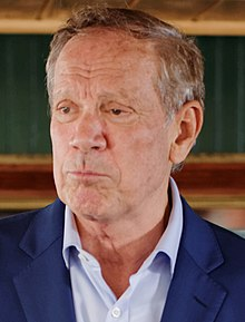 Governor of New York George Pataki by Michael Vadon 02 (cropped).jpg