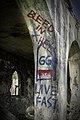 Grafitti på Hovdetoppen Ruiner Live Fast Bleed in Hell DSC03131.jpg