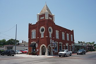Granbury, Texas - Image: Granbury June 2018 33 (Red On the Square Texas State Bank)