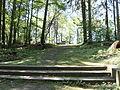 Grevesmühlen-cap-arcona-friedhof-aufgang-vom-wald-her.JPG