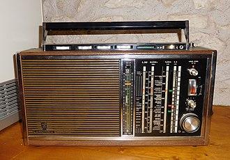 Shortwave radio receiver - Bigger elder shortwave radio receiver Grundig Satellit 210 (Transistor 6001) (1969–1971) with double super receiver.
