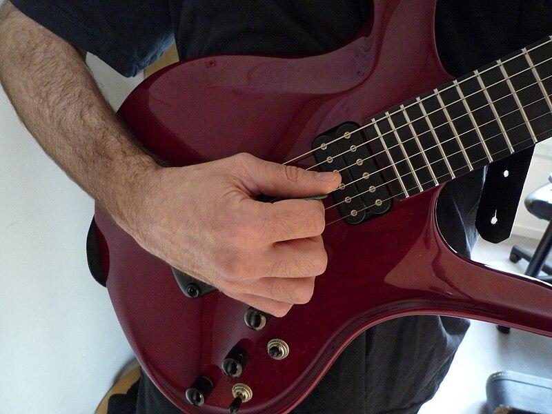 File:Guitare position standard.jpg
