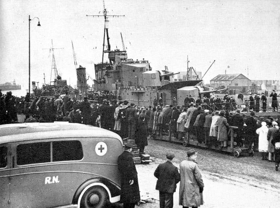 HMS-Cossack-returns-to-Leith-17-February-1940