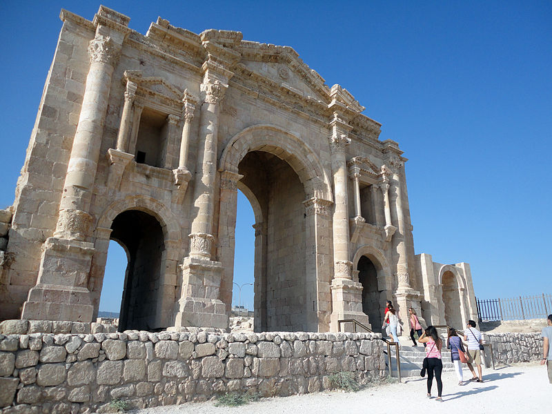 File:Hadrian's Arch, main gate to Roman ruins at Jerash.jpg