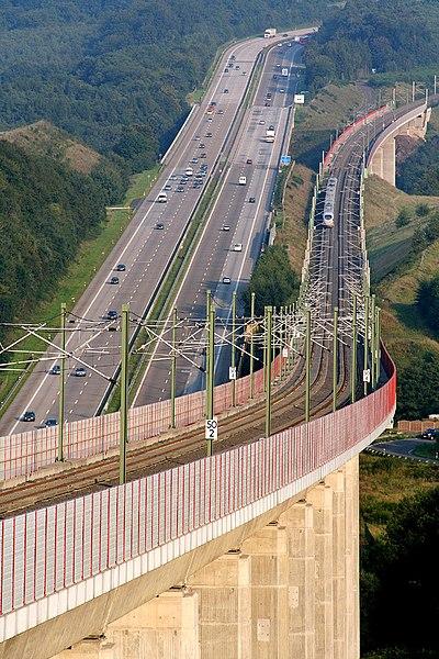 Datei:Hallerbach- und Wiedtalbrücke.jpg