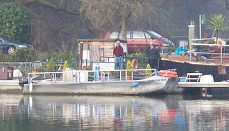 Hammerton's Ferry - Passengers boarding from the north bank
