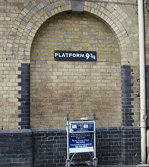 Platform 9-3/4 Entrance tribute to Harry Potte...