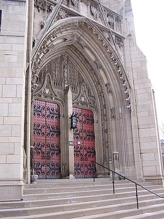 Heinz Memorial Chapel - The tympanum and main doors