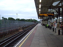 High Barnet stn platform 3 look south