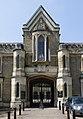 Highgate Cemetry West Entrance (13920085657).jpg