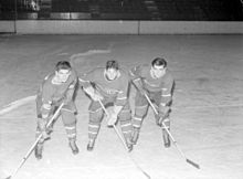 Description de l'image Hockey. Canadiens. Broken Bone Line- Maurice Richard; Elmer Lach; Tony Demers BAnQ Vieux-Montréal P48S1P08013.jpg.