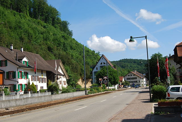 Blick auf die Hölstein, Kanton Basel-Landschaft, Schweiz