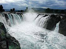 Hogenakkal Falls Close.jpg