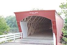 Le pont couvert Holliwell dont on voit l'entrée