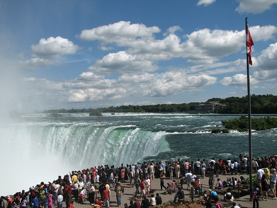 Horseshoe Falls with Crowd