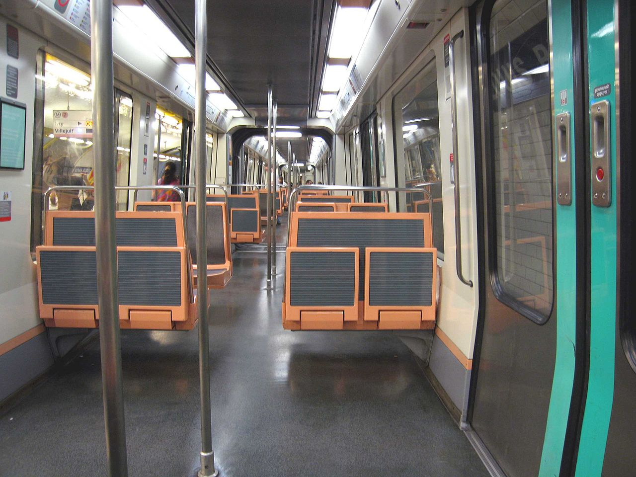 File interieur rame mf88 jpg wikimedia commons for Metro interieur