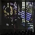 Interieur kerkzaal, deel van glaswand aan de zuidzijde - Heemstede - 20429464 - RCE.jpg