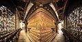 Interior de templo budista (8513919186).jpg