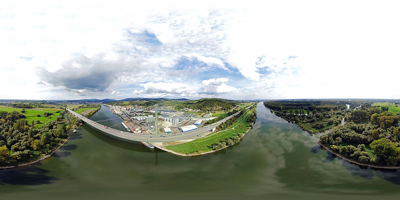 A 360° Panorama of Isarmündung in Bavaria. The Isarmündung lays near the municipality Moos, south of Deggendorf and east of Plattling. Here flows the Isar into the Danube.