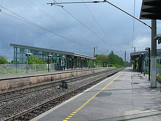 Ishøj station - Platforms aligned either side of the two tracks