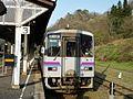 JRW Kiha 120-327 at Bingo-Ochiai Station 20170430.jpg