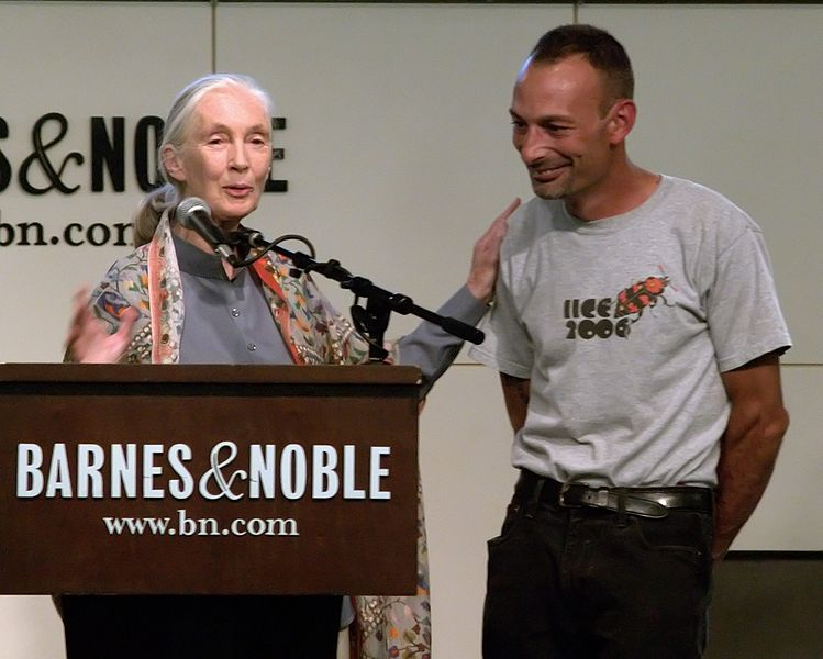 Dr. Jane Goodall with Dr. Lou Perrotti at the w:Union Square, New York City Barnes and Noble. Photographers blog post about this event and photo.