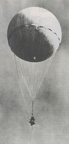 Файл:Japanese fire balloon Moffett.jpg