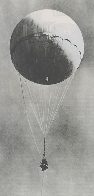 Fire balloon - Image: Japanese fire balloon Moffett