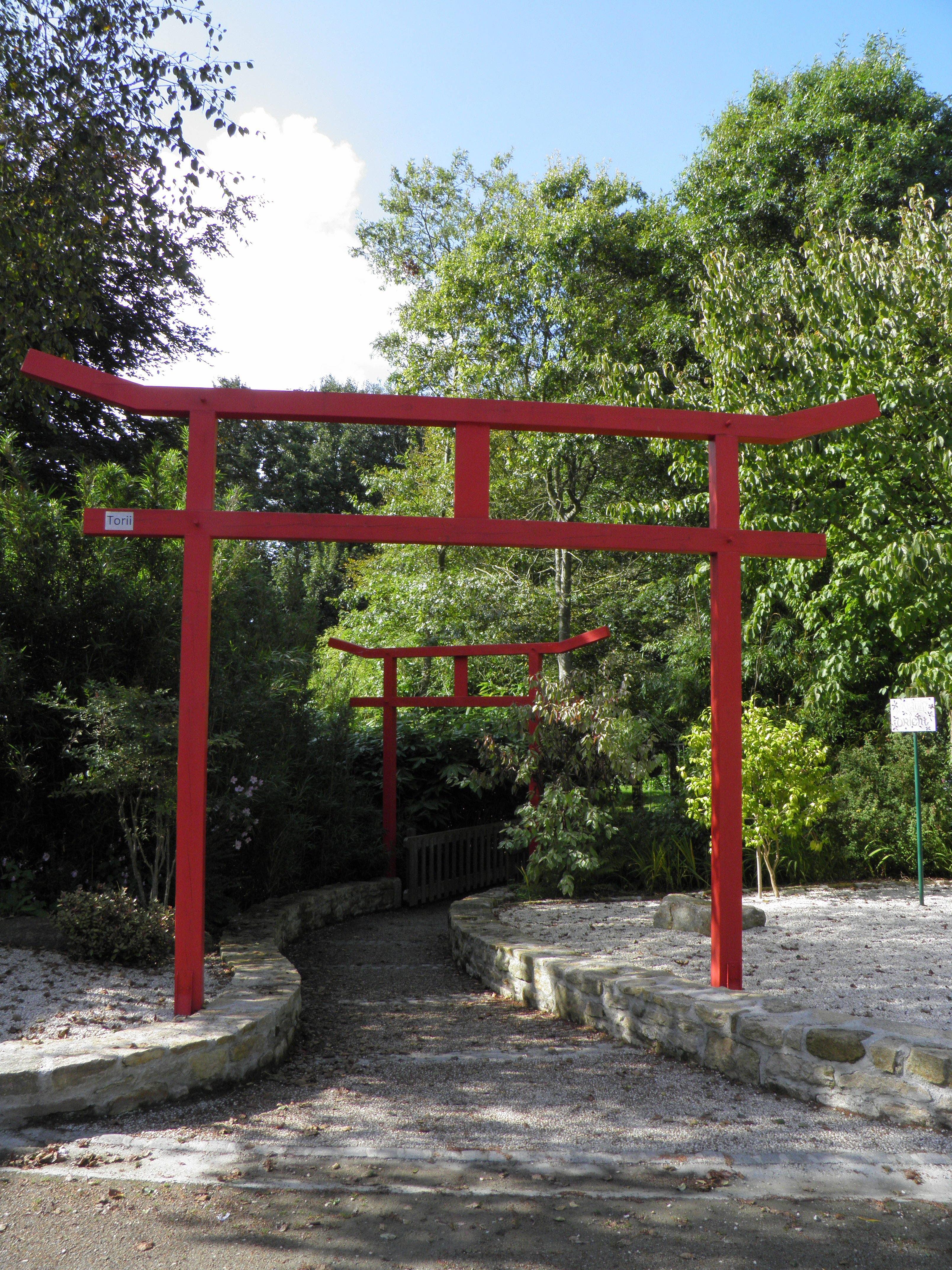File:Jardin du Moulin Neuf - porte japonaise (Ploudalmézeau ...