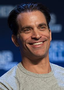 Johnathon Schaech (29339881426) (cropped).jpg