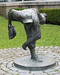 Johnny Podres HOF bronze sculpture 2014.jpg