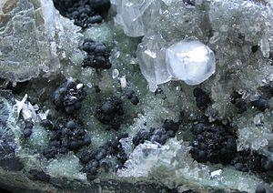 Julgoldite - Image: Julgoldite (Fe 2) 150087