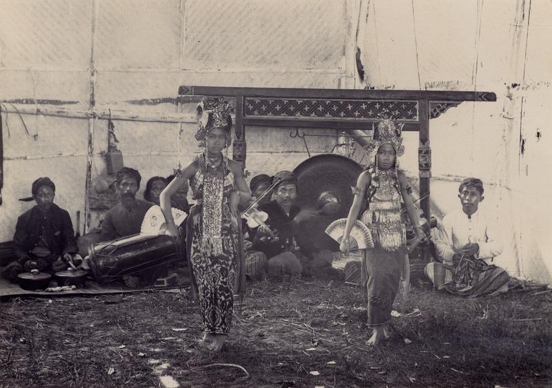 File:KITLV - 180268 - Kurkdjian, Ohannes - Gandrung Bali