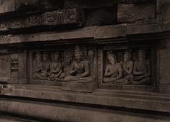 KITLV 155186 - Kassian Céphas - Reliefs on the terrace of the Shiva temple of Prambanan near Yogyakarta - 1889-1890.tif