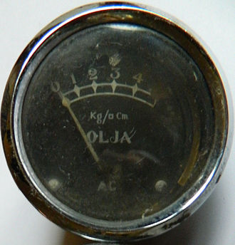 """Kilogram-force per square centimetre - Pressure gauge from unknown source. Note the """"square"""" instead of 2. (Olja means Oil in Swedish)"""