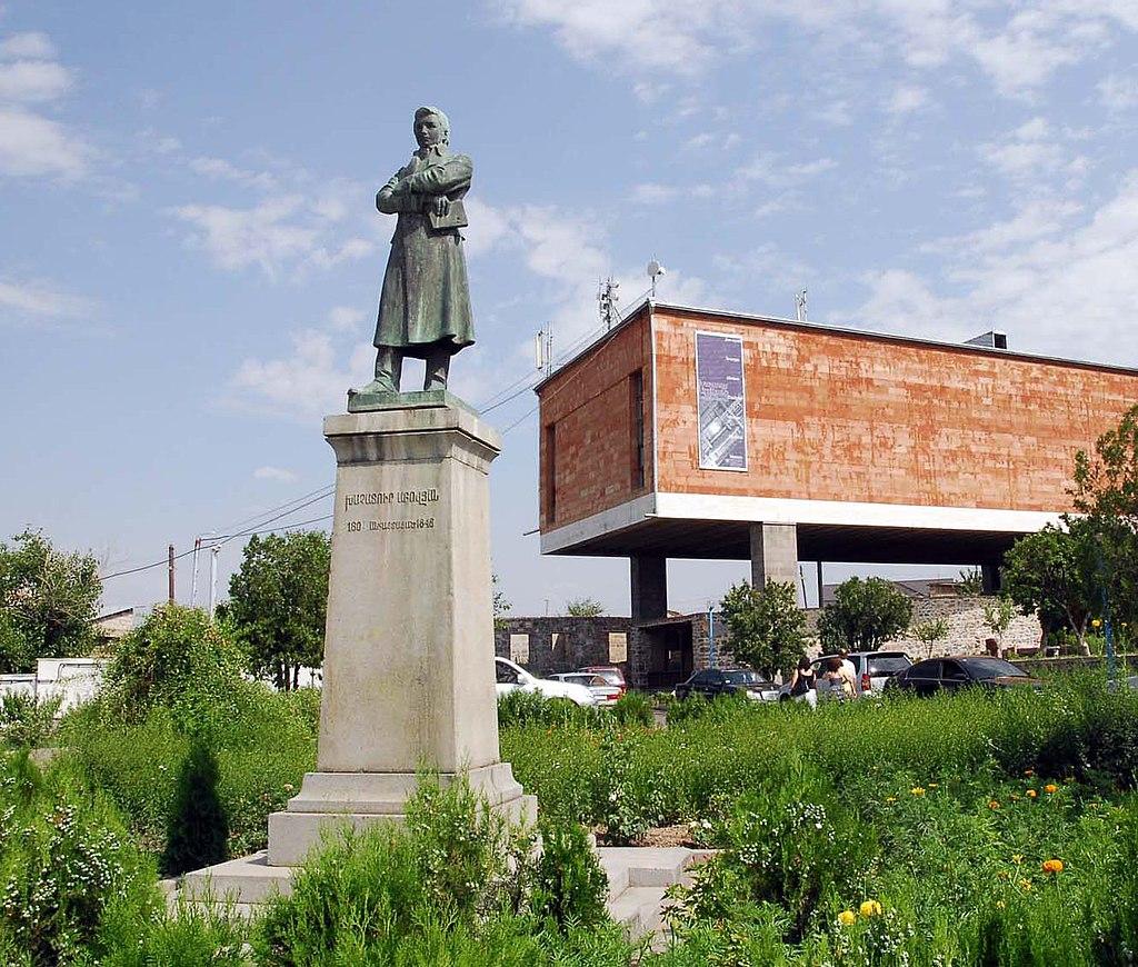 Khachatur Abovian in Kanaker Yerevan.jpg