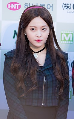 Kim Yeri - 2016 Gaon Chart K-pop Awards red carpet 04.jpg