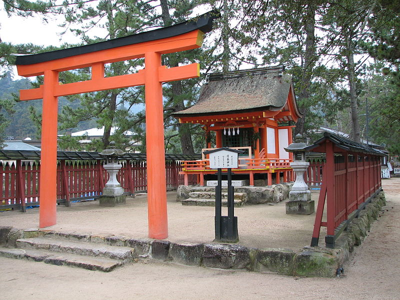 https://upload.wikimedia.org/wikipedia/commons/thumb/5/52/Kiyomori-jinja.jpeg/800px-Kiyomori-jinja.jpeg